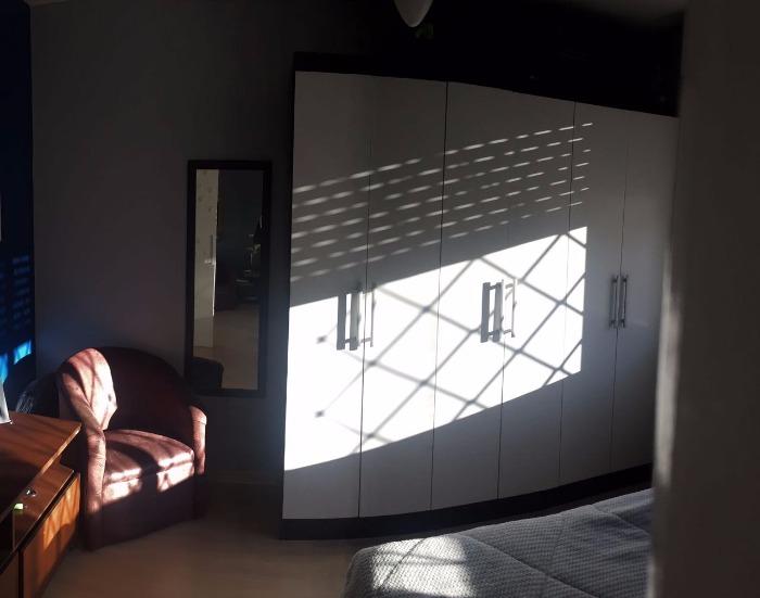 Apartamento no bairro Jardim Itu Sabará 1 dormitório  em Porto Alegre.   Apartamento de 1 dormitório, sendo suíte, totalmente reformado, água quente (a gás) em todas as torneiras, cozinha sob medida, 2  splits, piso laminado, sol da tarde e área externa com churrasqueira.   Prédio único com 12 apartamentos em frente a uma belíssima praça, estacionamento para locação a 50m, próximo a todos os recursos do bairro.   Aceita FGTS e financiamento imobiliário.  Agende uma visita e confira!